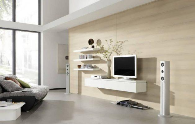 نقش طراحی شیک دیوار پشت تلویزیون با شلف دیواری در زیبایی منزل